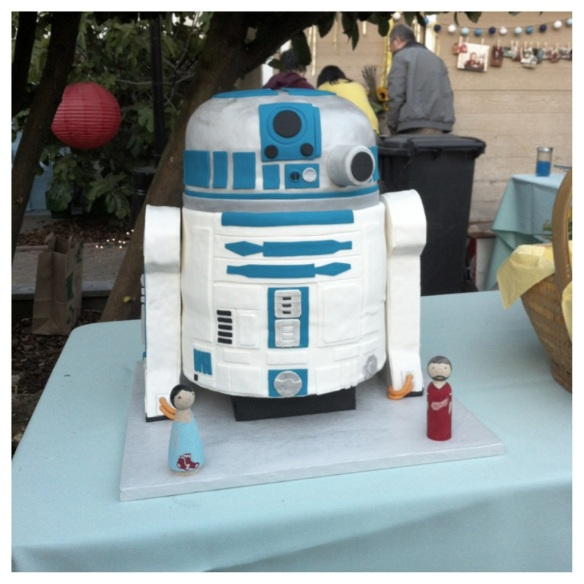 coolest wedding cake EVER.